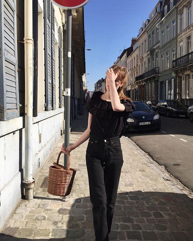 "**5. Woven Basket Bag** <br><br> Image: [@mariedewet](https://www.instagram.com/mariedewet/|target=""_blank""|rel=""nofollow"")"