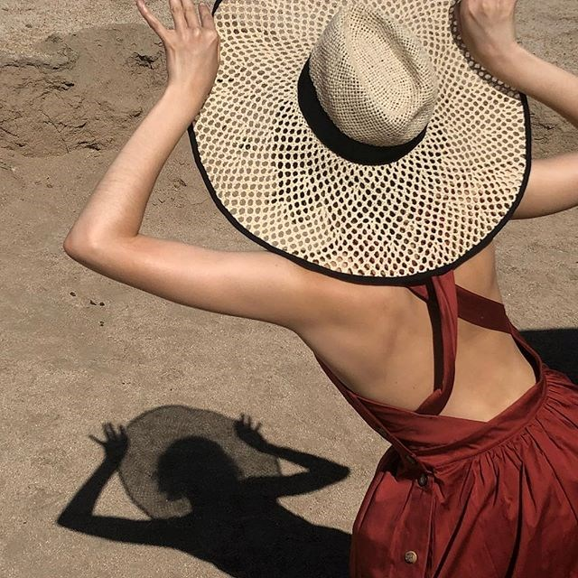 """***It's the world of the straw hat, and we're just living in it*** <br><br> You're more than likely already aware we're currently living in a perpetual straw-hat fantasy, à la the designs of [Simon Porte Jacquemus](https://www.elle.com.au/fashion/sex-and-the-city-fashion-17755