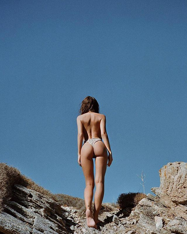 "Never have we seen a bum that looks more like the peach emoji. Pure goddess material.  <br><br> Instagram: [@emrata](https://www.instagram.com/emrata/|target=""_blank""