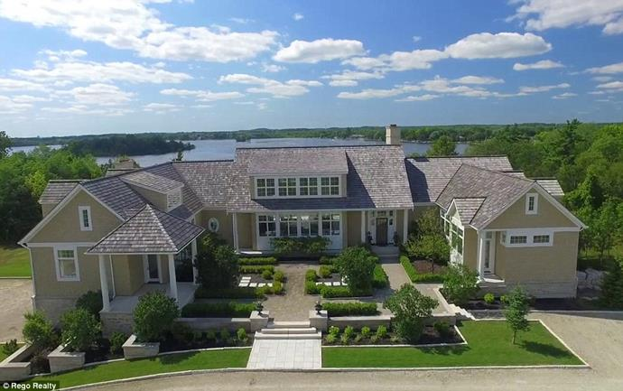 "The front of the house.<br><br> Image via the *[Daily Mail](http://www.dailymail.co.uk/tvshowbiz/article-6091733/Justin-Bieber-snaps-5M-lakefront-mansion-Canada-complete-private-horse-track.html|target=""_blank""