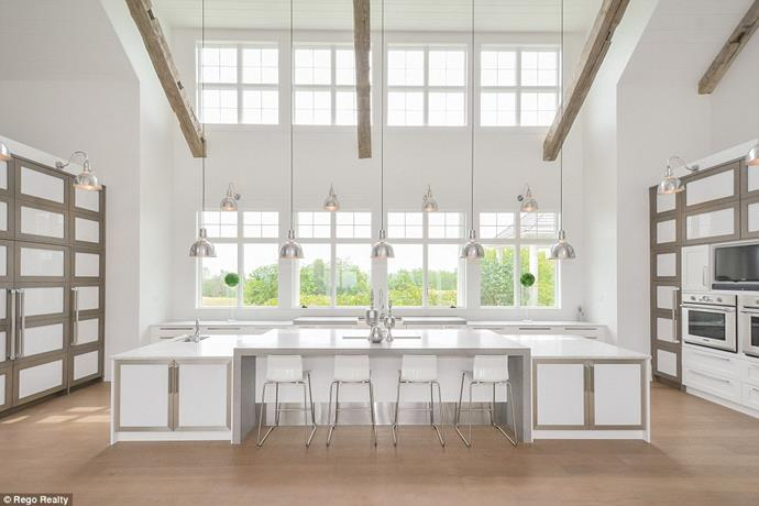 "The state-of-the-art kitchen.<br><br> Image via the *[Daily Mail](http://www.dailymail.co.uk/tvshowbiz/article-6091733/Justin-Bieber-snaps-5M-lakefront-mansion-Canada-complete-private-horse-track.html|target=""_blank""