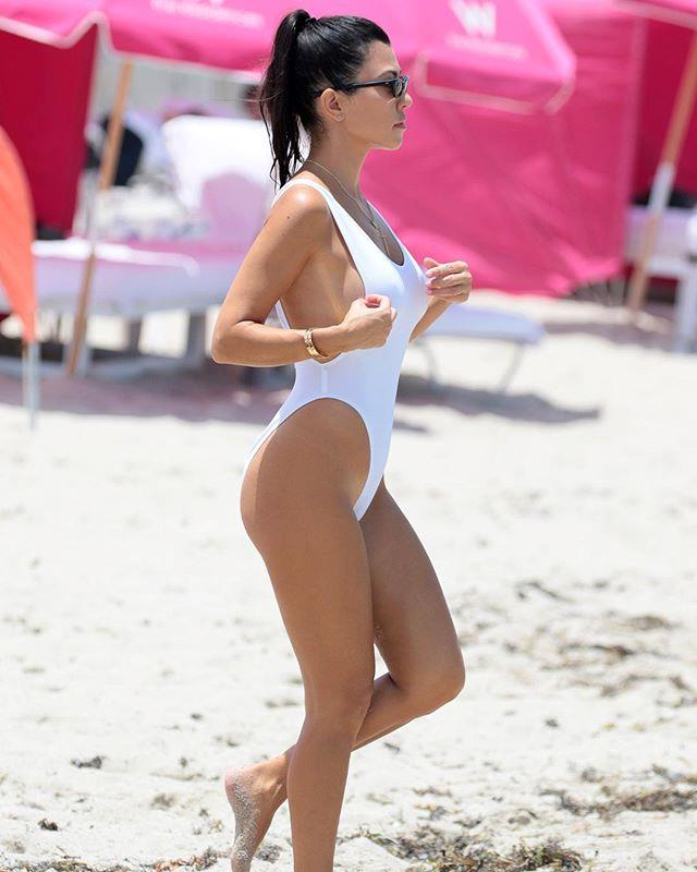"Image: [@kourtneykardash](https://www.instagram.com/p/BWLMG48DK60/?taken-by=kourtneykardash|target=""_blank"")"