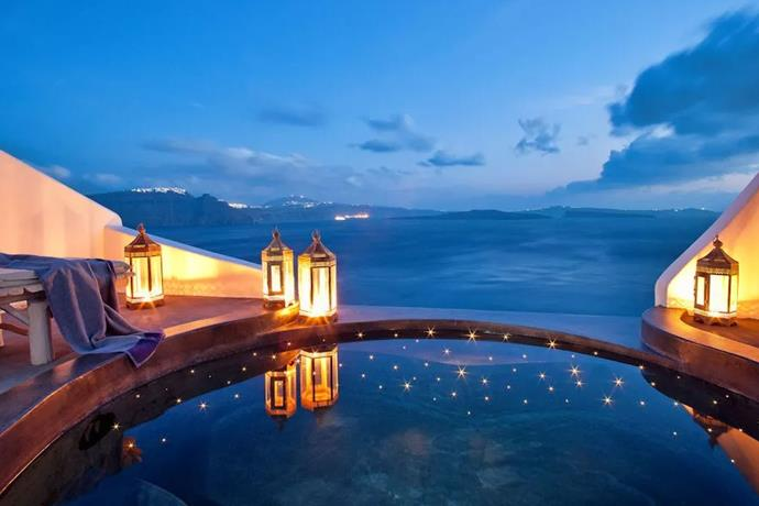 "**Santorini, Greece: Andronis Luxury Suites** <br><br> For the second-half of their Greek getaway, the family travelled to the island of Santorini, staying at the [Andronis Luxury Suites](http://www.andronisexclusive.com/en/Andronis-Luxury-Suites-727.htm|target=""_blank""
