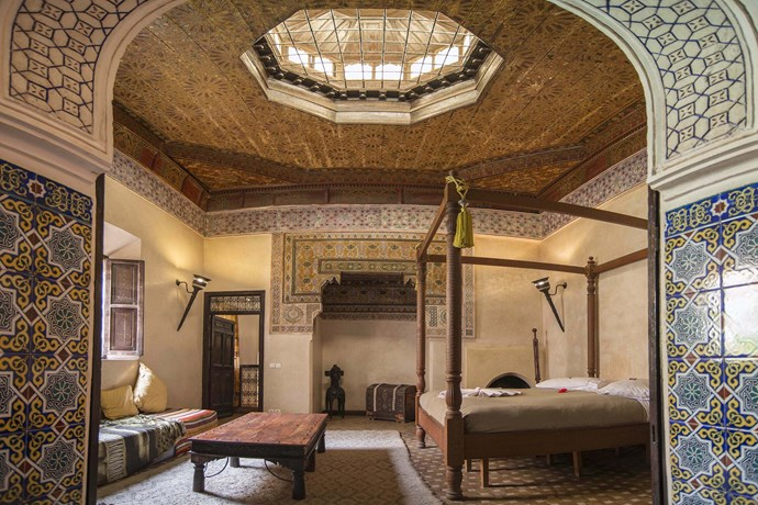 """** [""""THE COZY PALACE""""](https://www.airbnb.com/rooms/341978