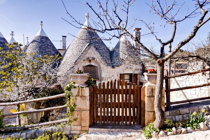 """**[""""I SETTE CONI—TRULLO EDERA""""](https://www.airbnb.com/rooms/432044