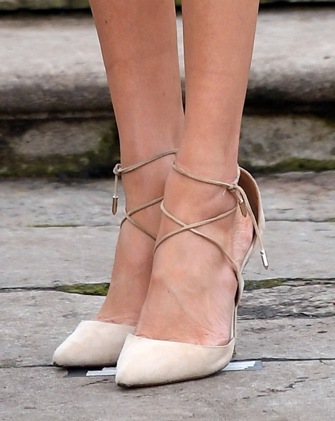"***Her too-big shoes***<br><br> Last month we discovered the reason why Meghan always wears her shoes a size too big—it's a [comfort thing](https://www.harpersbazaar.com.au/celebrity/meghan-markle-shoes-too-big-16792|target=""_blank""). But when she stepped out at her engagement photoshoot wearing her Aquazzura pumps shoes a size up, folks were perplexed."
