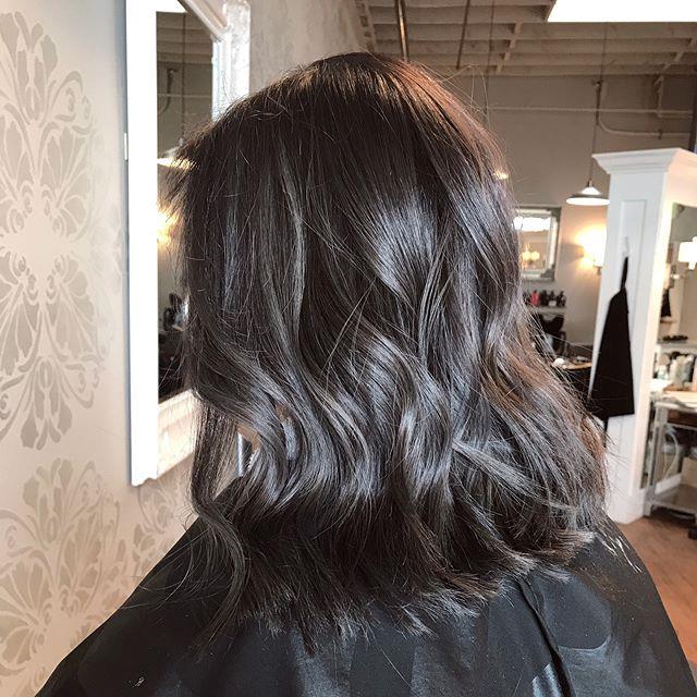 "**6. Charcoal Hair** <br><br> Image: [@brooklinsbeautypursuit](https://www.instagram.com/brooklinsbeautypursuit/|target=""_blank""|rel=""nofollow"")"