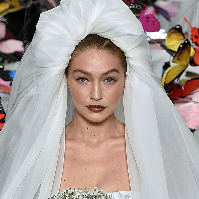 "[Moschino](https://www.elle.com.au/fashion/jeremy-scott-moschino-refugees-17907|target=""_blank"") had one of the most memorable bridal moments of the season—and showed that sometimes, a maximal veil can be used as a complete hair coverup. <br><br> *Pictured: Moschino spring/summer '19*"