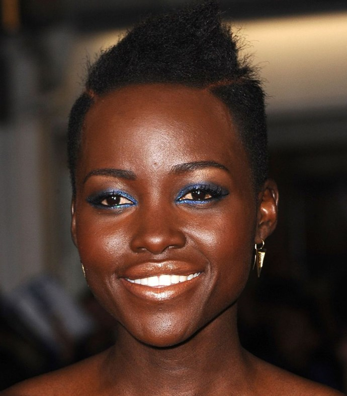**Navy Smokey Eye** <br><br> **Red carpet**: Lupita Nyong'o