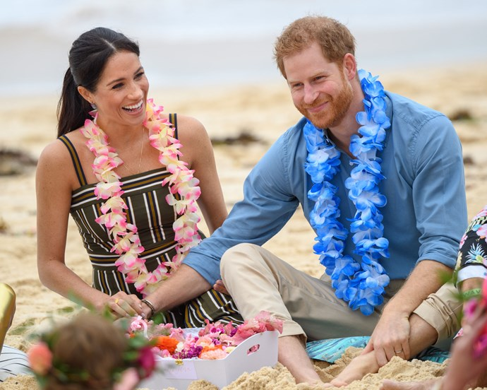 """***Harry's 'hand clasp'*** <br> When Harry and Meghan visited Bondi Beach days ago, body linguists noted Harry's 'handclasp' on Meghan's lap.  <br><br> Body language expert [Louise Mahler](https://www.newidea.com.au/prince-harry-meghan-markle-bondi-body-language-expert