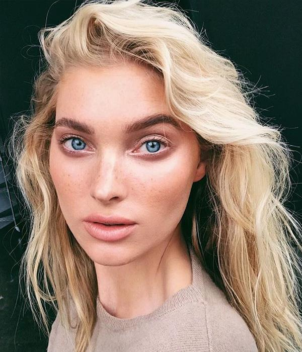 **The scrunch** <br><br> No tools required for Elsa Hosk's look. Use both your hands to scrunch your hair up to your ears, then release. For extra hold, do this action with a lightweight mousse in the palms.