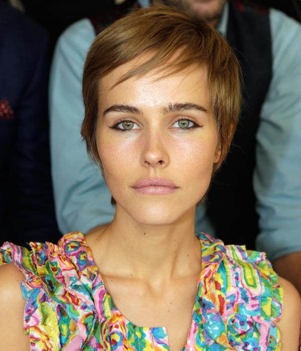<strong>Oblong</strong>: <br><br> Isabel Lucas is in good company with fellow oblong-faces—channelling a young Mia Farrow with her boyish pixie cut. Lucas' crop works because of the short, choppy layering that frames her face. Oblongs can have short fringes because of their well-spaced facial features, so if you're the proud owner of one, you know what to do.