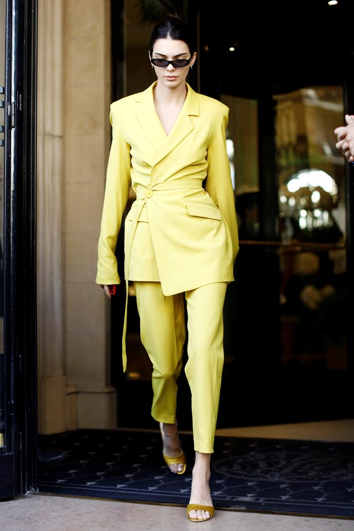 "[Kendall Jenner](https://www.elle.com.au/celebrity/kendall-jenner-modelling-comments-18321|target=""_blank"")'s avant-garde choice of suit (featuring an über-fitted silhouette) proved that yellow can still look low-key."