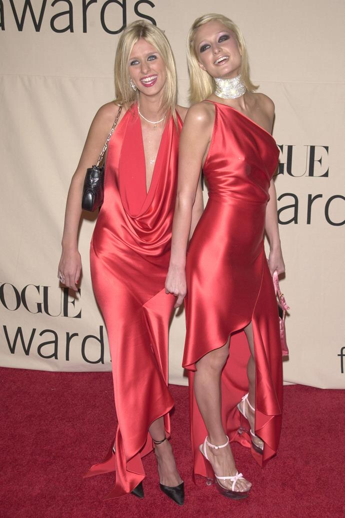 Paris and her sister Nicky Hilton at the VH1/Vogue Fashion Awards in 2001.