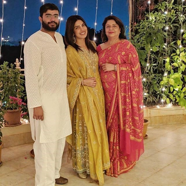 "***November 8, 2018:*** Chopra and her mother celebrate Diwali in Mumbai, India. According to social media,  Jonas was not in attendance. <br><br>  *Image: [@priyankachopra](https://www.instagram.com/p/Bp48jkGnui3/|target=""_blank""|rel=""nofollow"")*"