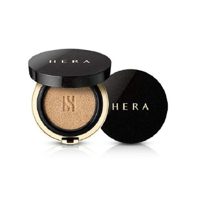 The secret to even, natural coverage, HERA's cushion compact is a life saver.<br><br> *Black Cushion SPF34 PA++ by HERA.*
