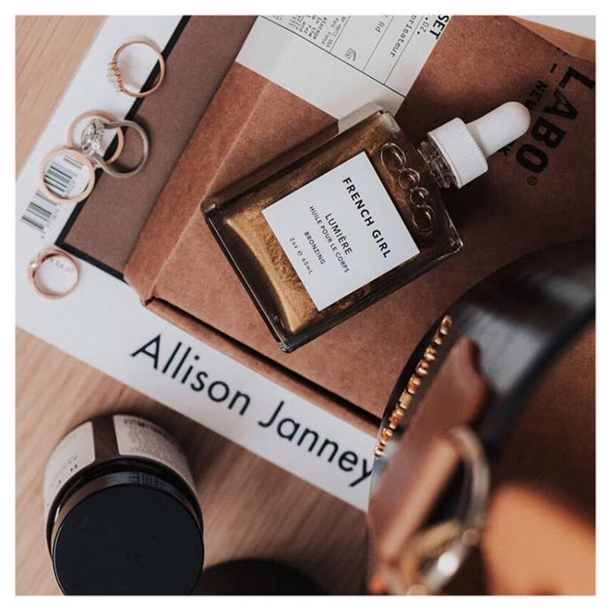 """***[French Girl's Lumière Bronzée](https://www.frenchgirlorganics.com/collections/body/products/bronzing-body-oil-lumiere