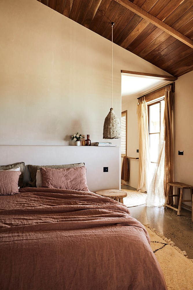Textures are mixed to add depth to the rustic colour scheme.