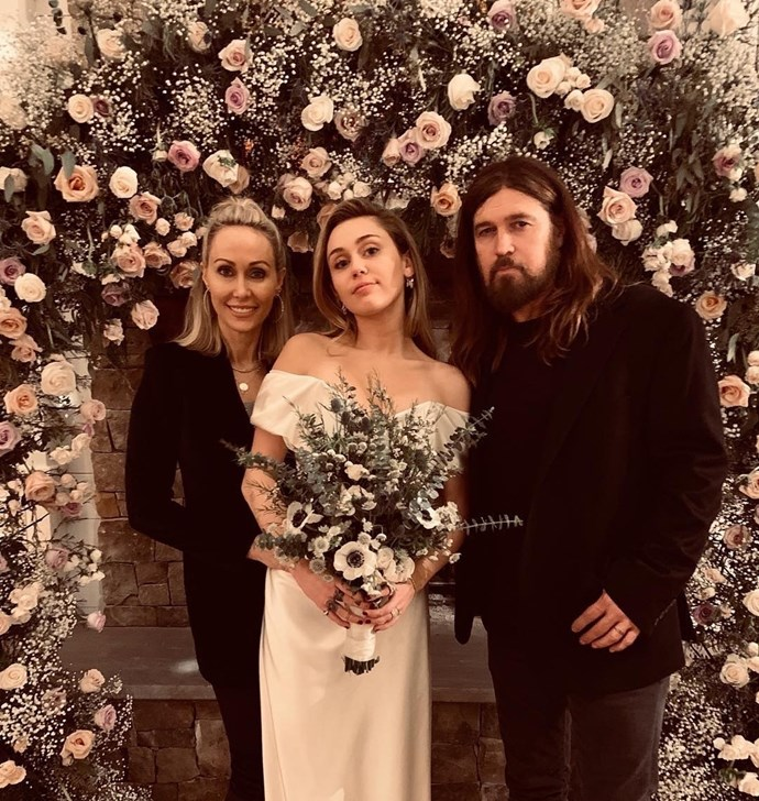 "Cyrus with her parents Tish and Billy Ray Cyrus. Via [@billyraycyrus](https://www.instagram.com/billyraycyrus/|target=""_blank""