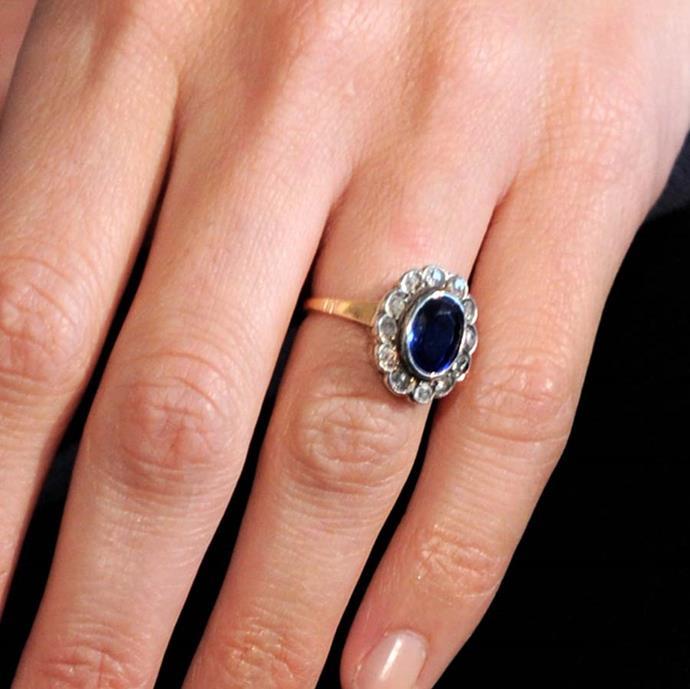 Penélope Cruz received this sapphire and diamond ring from Javier Bardem.