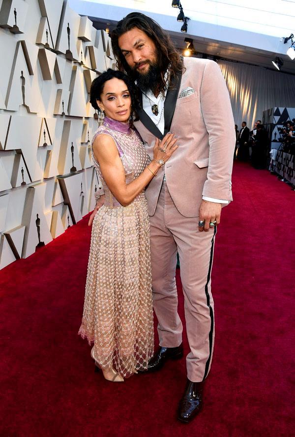 Longtime couple Lisa Bonet and *Acquaman* star Jason Momoa look adorable on the red carpet.