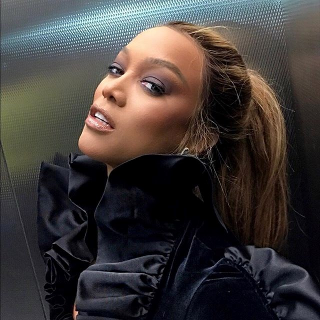 """***Tyra Banks*** <br> Supermodel and *America's Next Top Model* host Tyra Banks showered the performance in praise, writing on [Twitter](https://twitter.com/tyrabanks/status/1099868535092846592 target=""""_blank"""" rel=""""nofollow""""): """"Ok, so I'm DEEPly touched by @ladygaga and Bradley Cooper's #Shallow performance. #AcademyAwards."""""""