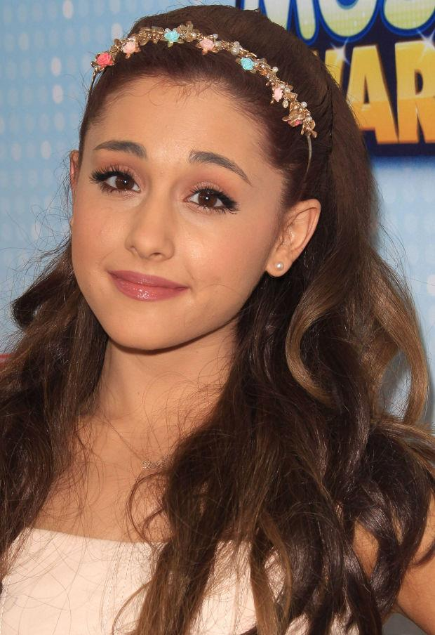 Looking like a real-life Disney princess with her flower crown at the 2013 Radio Disney Music Awards.