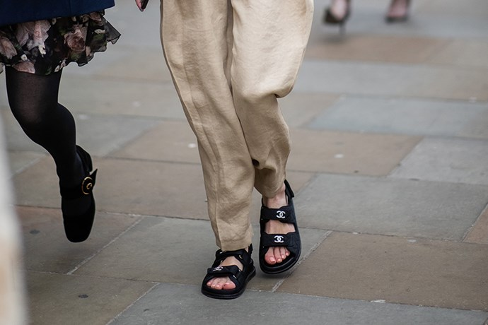 **THICK-STRAP SANDALS**