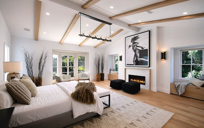 "The master bedroom<br><br>  *Via* [@hiltonhyland](https://www.instagram.com/p/BqIqSsSBWhE/|target=""_blank""|rel=""nofollow"")"
