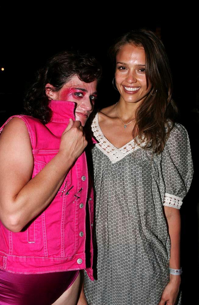 Jessica Alba (and Peaches) in 2007.
