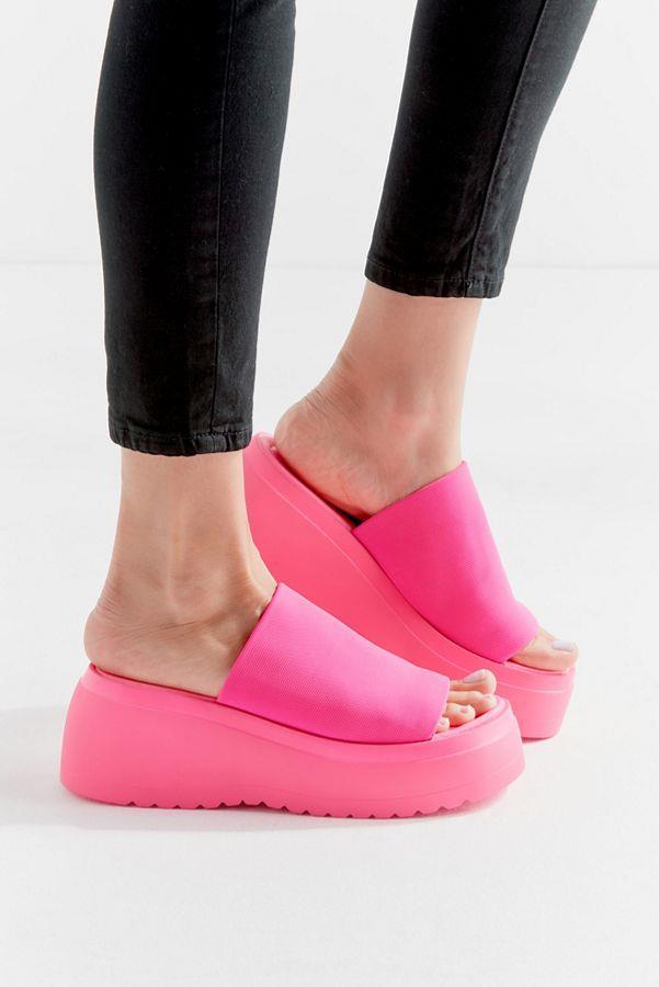 "Platform sandals by Steve Madden, $70 at [Urban Outfitters](https://www.urbanoutfitters.com/shop/steve-madden-uo-exclusive-slinky-platform-sandal|target=""_blank""|rel=""nofollow"")."