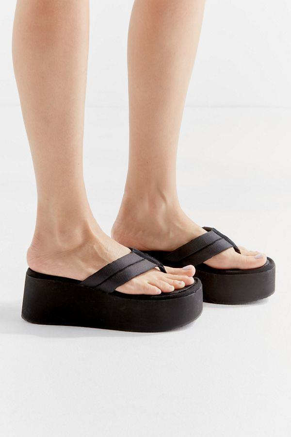 """Platform thongs by Steve Madden, $60 at [Urban Outfitters](https://www.urbanoutfitters.com/shop/steve-madden-uo-exclusive-platform-thong-sandal