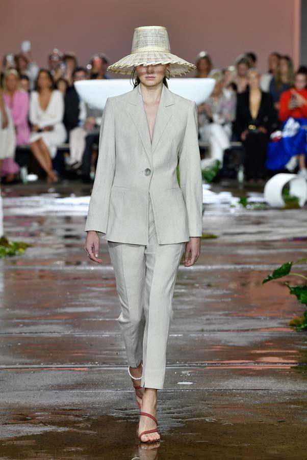 **Simple suiting:** Suiting really is the trend that won't die, with loose-fitting suits in breathable linens and summer-y hues of beige and brown appearing *en masse*. <br><br>  Tigerlily Resort '20