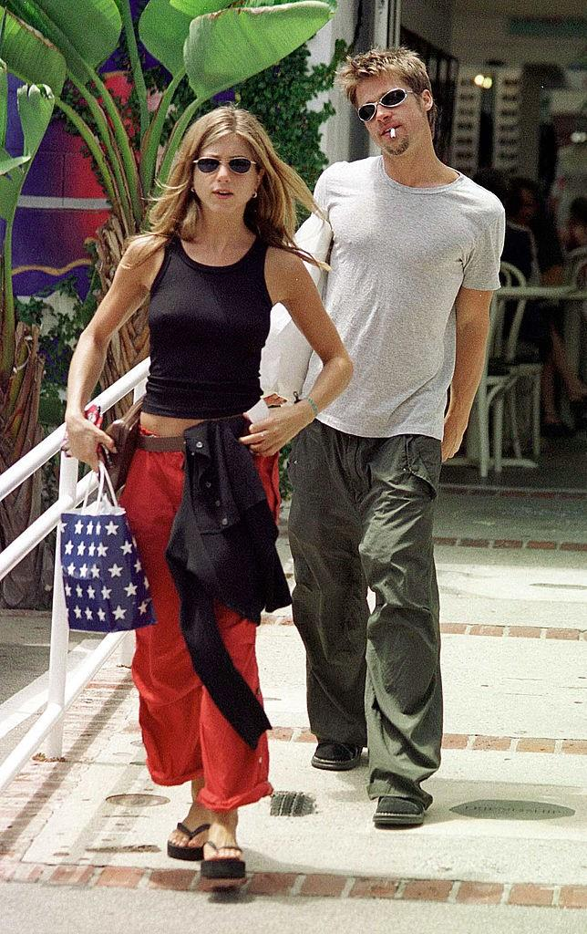 '90s eyewear and cargo pants with Jennifer Aniston in 1999.