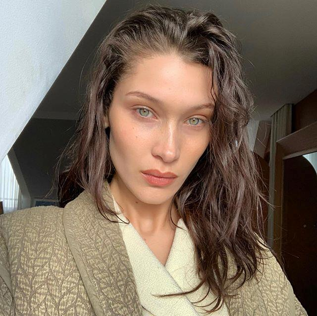 """**Bella Hadid** <br><br> Hadid might be one of the world's most popular models, but like her mother, Yolanda Hadid, she's suffered a longtime battle with Lyme disease. The illness can result in immense, incurable tiredness and flu-like symptoms, and is thought to be spread by ticks. <br><br> In 2015, Hadid told *[Evening Standard](https://www.standard.co.uk/lifestyle/esmagazine/bella-hadid-i-still-feel-awkward-taking-a-selfie-sometimes-it-feels-a-little-weird-a3123476.html#