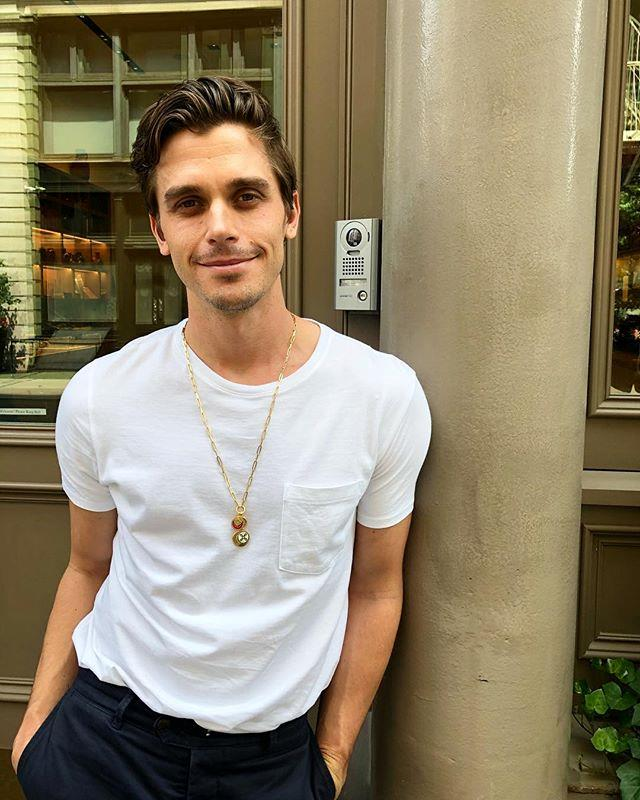 "**Antoni Porowski: US $2 million** <br><br> Nobody embodies the word 'swoon' quite like *Queer Eye* food expert Antoni Porowski does. <br><br> Though he's trained as a chef (with his own cookbook released in 2019, FYI), Porowski has found further fame as a fashion and underwear model, and counts Gigi Hadid and [Balmain](https://www.elle.com.au/fashion/beyonce-x-balmain-collaboration-18015|target=""_blank"")'s Olivier Rousteing as close friends. He also racks up just as many endorsements as his co-stars, including ones with Portal, Facebook's video-calling service, and vitamin brand Olly. <br><br> *Image: Instagram @antoni*"