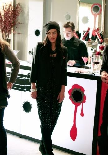 The slouchy beanie might have been peak '00s, but the rest of this Vanessa all-black look was pretty cute.