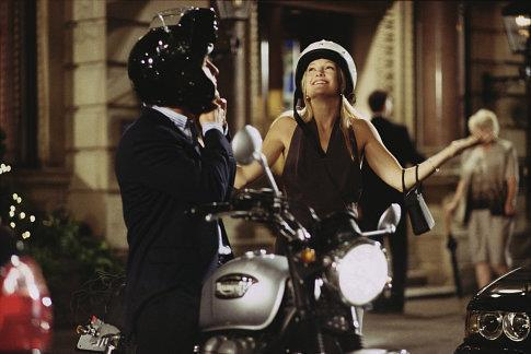 Of course 2003-era Kate Hudson could make a clunky motorcycle helmet look chic. <br><br> *Image: IMDb*