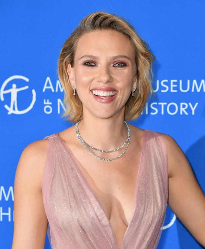"**Scarlett Johansson** <br><br> Despite being Hollywood's highest-paid actress this past year, ScarJo knows how to do a killer beauty look on her own accord. <br><br> In a 2014 interview with *ELLE* US, Johansson revealed that she likes to paint her own face, ""except when attending major galas"". Therefore, we can safely assume she employs a beauty squad for the Met Gala, which she attends annually. <br><br> *Image: Getty*"