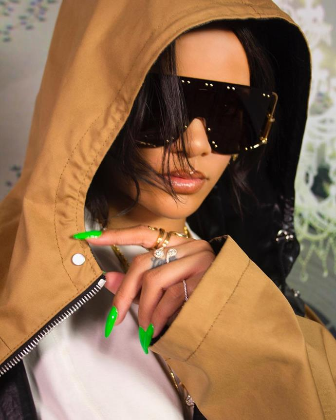 "**Rihanna**<br><br>  *Image via [@badgalriri](https://www.instagram.com/p/Bx-1f2_nuVw/|target=""_blank""|rel=""nofollow"")*"