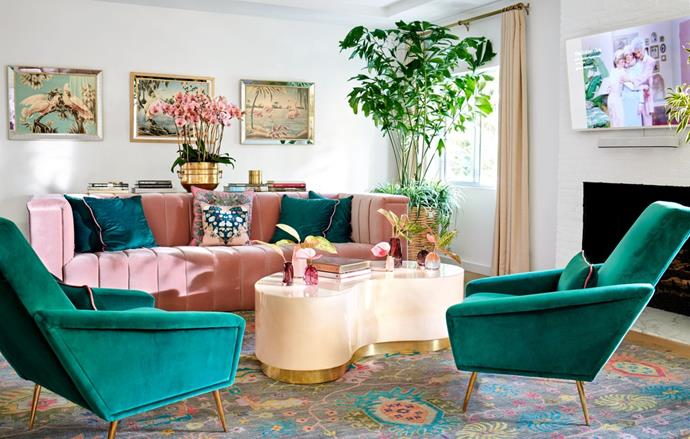 "**The living room**<br><br>  *Image via Trevor Tondro for [Architectural Digest](https://www.architecturaldigest.com/story/inside-cara-and-poppy-delevingnes-playful-los-angeles-retreat|target=""_blank""