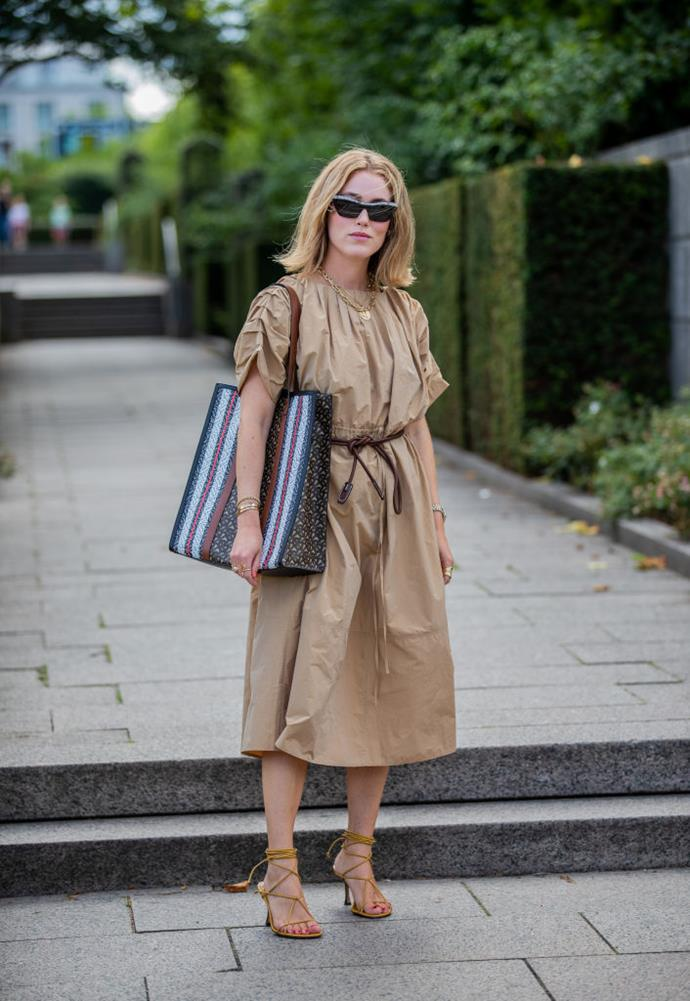 "**Lean into volume** <br><br> If colourful dressing isn't your forte, you can still accentuate by opting for voluminous garments and accessories. Peep Annabel Rosendahl in a crinkled khaki dress and oversized shopper handbag by Burberry (courtesy of [Riccardo Tisci](https://www.harpersbazaar.com.au/fashion/burberry-autumn-winter-2019-18133|target=""_blank"")'s street-ready vision for the brand)."