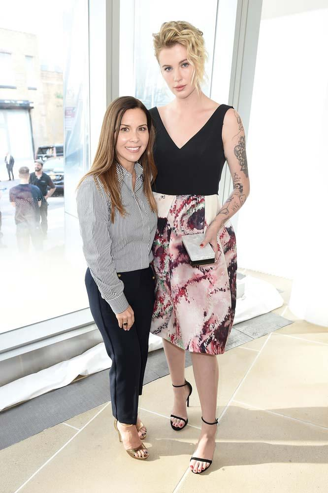 "***Ireland Baldwin***<br><br> Alec Baldwin and Kim Basinger's daughter is actually 6'2""!"