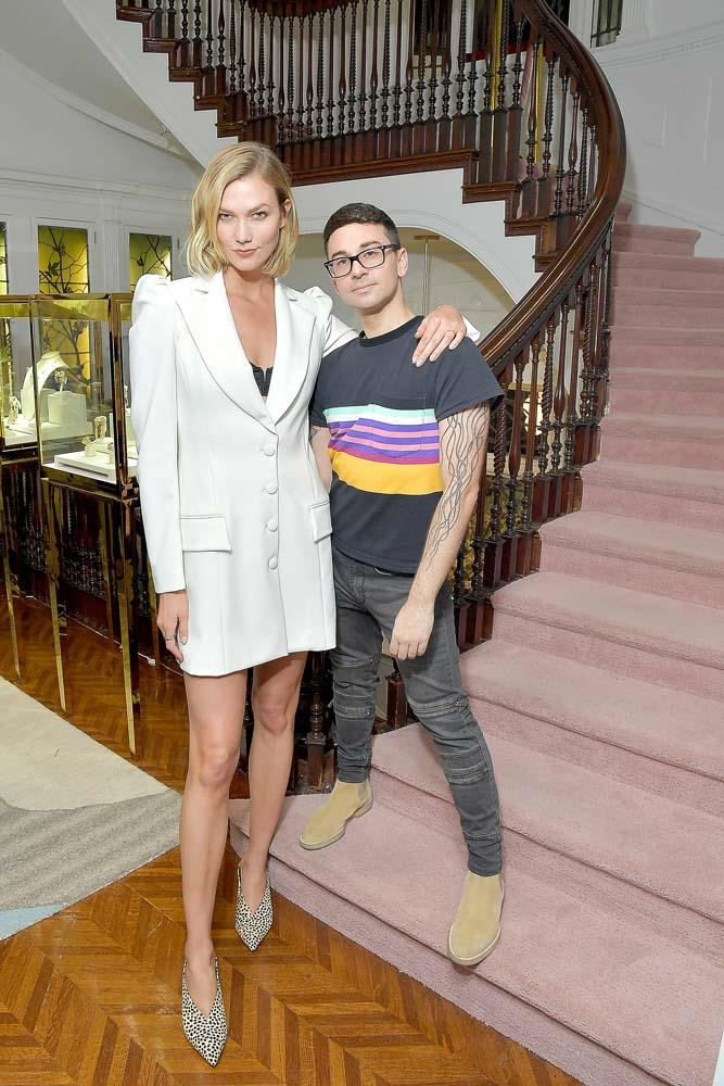 "***Karlie Kloss***<br><br> As a model, it's not totally surprising that [Karlie Kloss is tall](https://www.harpersbazaar.com.au/celebrity/karlie-kloss-height-18387|target=""_blank""). But while most models stand at around 5'10"" to 5'11"", Kloss' impressive 6'2"" stature is notable."