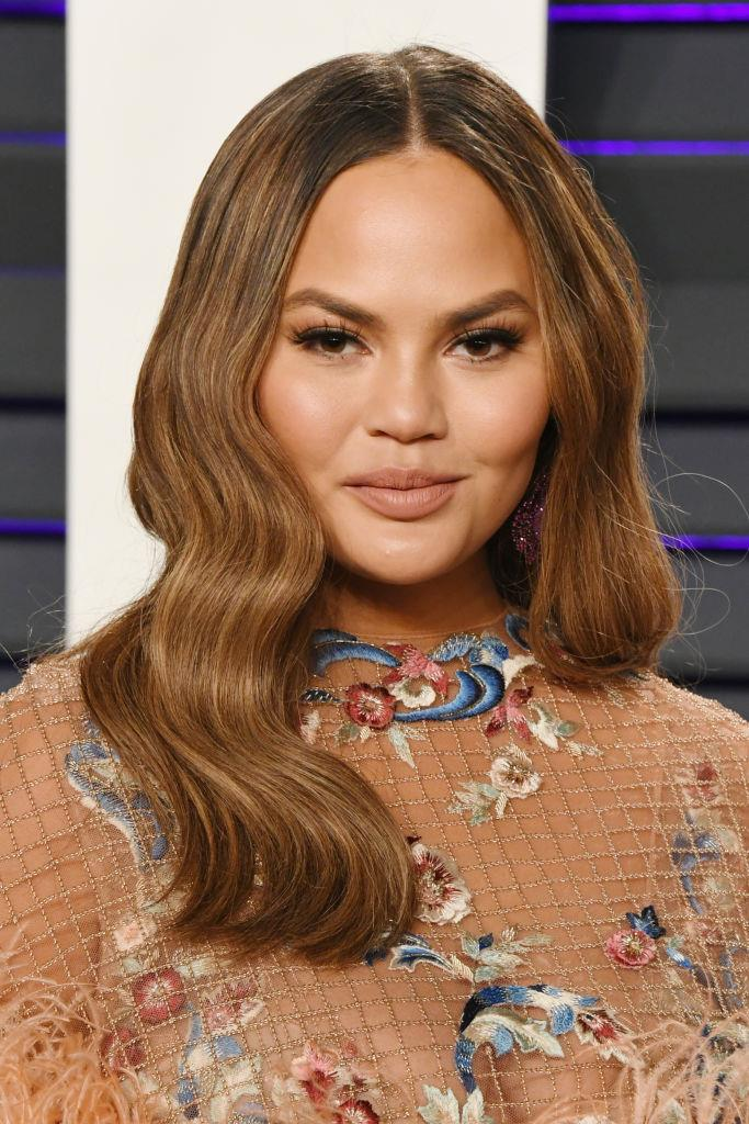 Honey-hued hair and sleek, neutral makeup in February 2019.