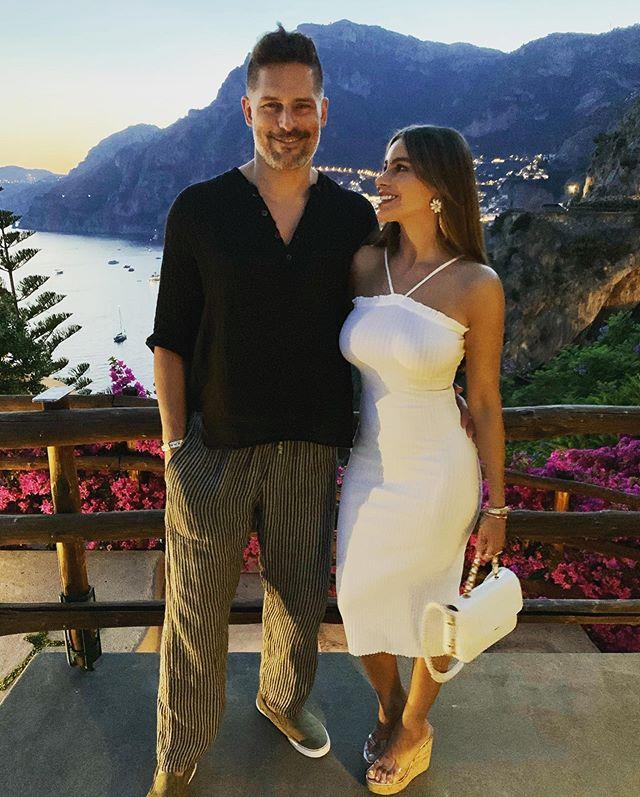 "**Sofía Vergara and Joe Manganiello** <br><br> Per *[news.com.au](https://www.news.com.au/entertainment/celebrity-life/hook-ups-break-ups/joe-manganiello-reveals-lengthy-mission-to-date-sofia-vergara-told-to-go-get-her/news-story/a2adb38385963afd5a11c08ae0574b14|target=""_blank""