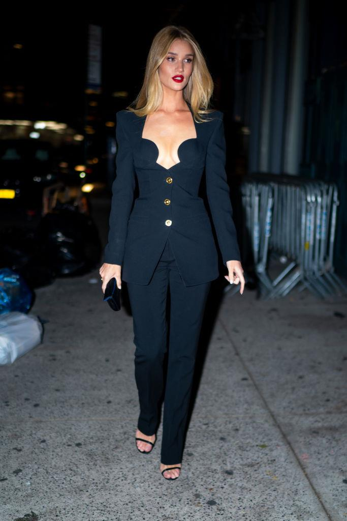 **Rosie Huntington-Whiteley**<br><br>  Looking every bit the spitting image of a '90s supermodel (well, it helps that she *is* one), Rosie Huntington-Whiteley gave a masterclass in how to do the decade's famous tailored minimalism with a sexy, 2019 edge while out in New York in November.