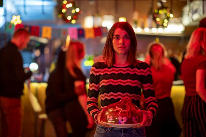 **Home for Christmas (05/12/2019)** <br><br> Fed up with the constant comments on her relationship status, perpetually single Johanne starts a 24-day hunt for a partner to bring home for Christmas.