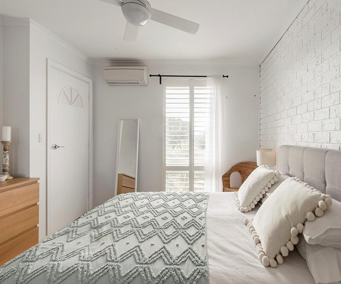 "**Townhouse, Glenelg East, Adelaide** <br><br> The wooden trimmings, white painted brick walls and scattered greenery create beach vibes, perfect for a relaxing weekend away. Hop on one of the bikes provided and pedal down to Adelaide's world-class beaches. <br><br> [Book through Airbnb here.](https://www.airbnb.com.au/rooms/plus/26348276?adults=6&source_impression_id=p3_1574727505_qLc22DnkdpsBVZ%2BE|target=""_blank""