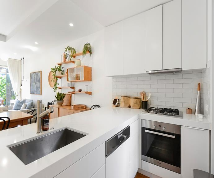 "**Victorian House, South Yarra, Melbourne** <br><br> [Book through Airbnb here.](https://www.airbnb.com.au/rooms/plus/19863916?source_impression_id=p3_1575328480_vShxbOwJ%2FukSgIev|target=""_blank""